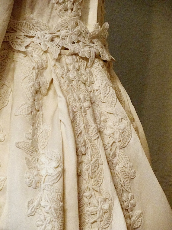 victoria . vintage . wedding dress . ivory . silk . lace . 1960s .