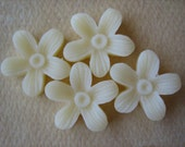 4PCS - Hibiscus Flower Cabochons - 15mm - Resin - Vanilla - Cabochons by ZARDENIA