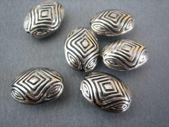 10PCS Silver Toned Pewter Beads - Oval - Tribal Geometric Design - ZARDENIA