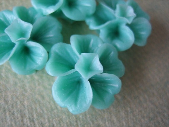 4PCS - Clover Flower Cabochons - 14mm - Mint - Resin Cabochons by ZARDENIA