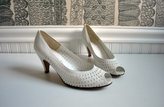white leather EVAN PICONE cut out peep toe pumps size 7 1/2