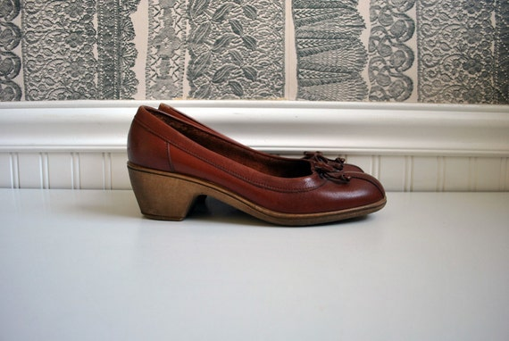 1970s vintage shoes: size 8 cordovan leather wedge pumps