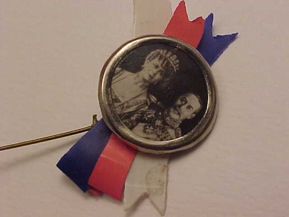 King George V and Queen Mary lapel pin. 1911.  To commemorate coronation