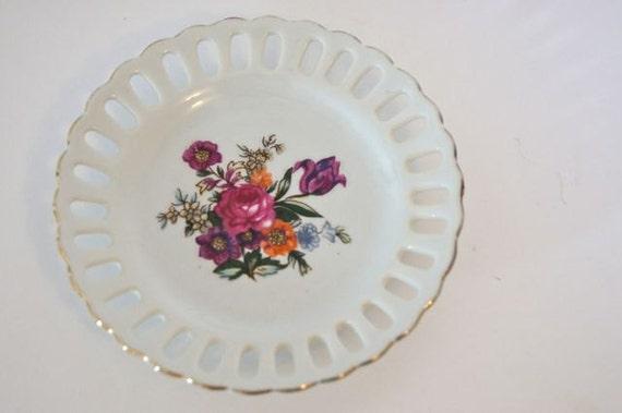 Vintage Plate--Decorative Plate--Miniature Plate--Vintage Housewares--Hanging Plate---Floral Print