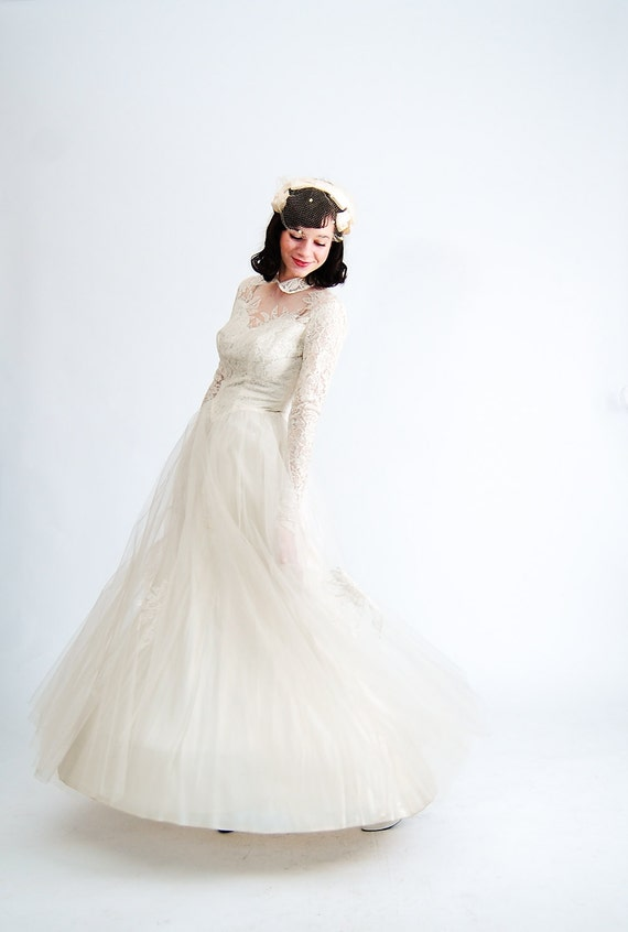 Vintage 1950s Wedding Gown - 50s Wedding Dress - White Lace and Tulle