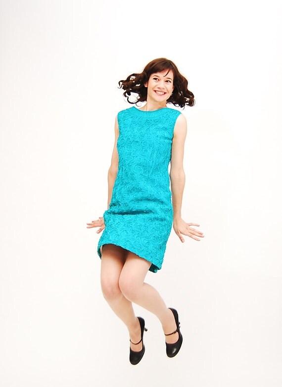 Vintage 1960s Shift Dress - 60s Mini Dress - Turquoise Ribbon Swirls