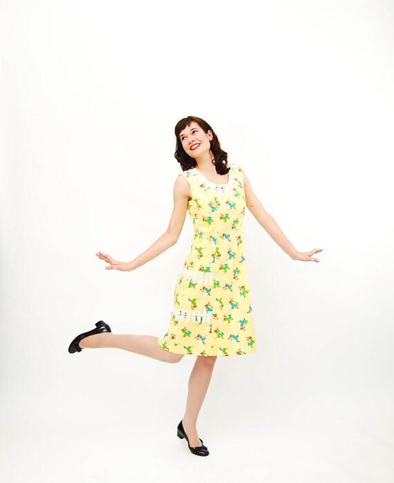 Vintage 1960s Shift Dress - 60s MOD Dress - Yellow Irish Luck Novelty Print
