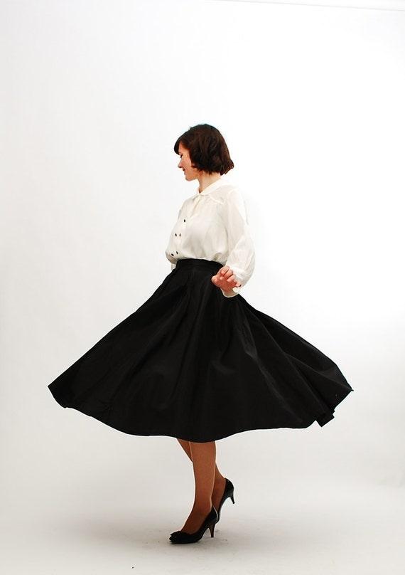 """Vintage 1950s Full Skirt - 50s Circle Skirt - Classic Black - 28"""" Waist"""