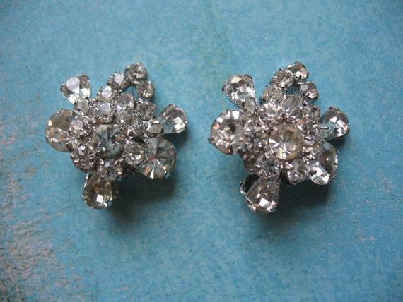 Glamorous Weiss Austrian Crystal Earrings