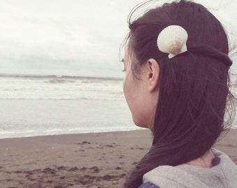 50% OFF SALE Scallop Seashell Barrette Sea Shell Hair Clip White Nautical Ariel Mermaid Costume Girls Beach Wedding Accessories Womens Gift