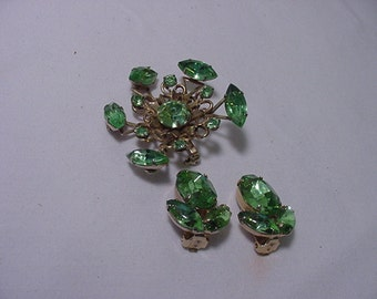 Vintage Green Rhinestone Brooch & Clip On Earrings   2011 - 1356