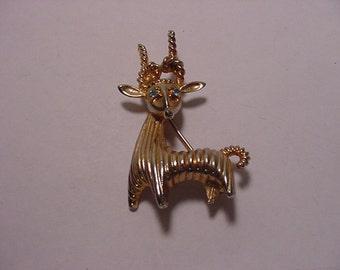 Vintage Rhinestone  Antelope Brooch   2011 - 1551