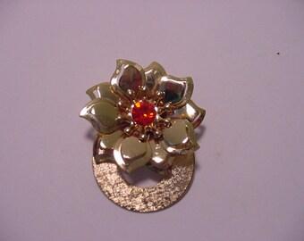 Vintage Gold Tone Metal Red Rhinestone Flower Brooch   2011 - 1655