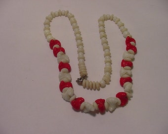 Vintage Red And White Glass Bead  Necklace   2011 - 1666