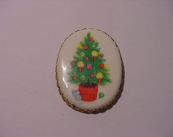 Vintage Mouse Under Christmas Tree Brooch  XMAS 173