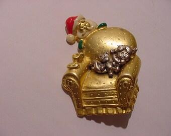 Vintage Danecraft Santa Claus And Sleeping Girl  Christmas  Brooch  XMAS  187