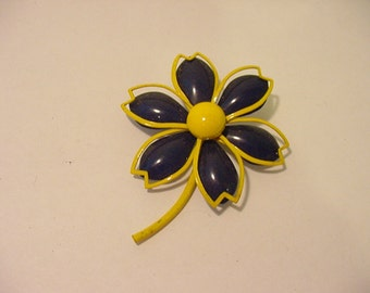 Vintage Yellow And Blue Metal Flower Brooch   11 -1948