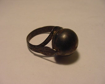 Vintage Silver Tone Metal Ring I Believe It is Sterling Silver  11 - 1300