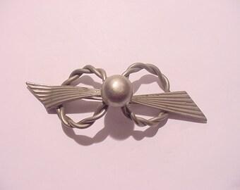 Vintage Silver Tone Metal Brooch   12 - 19