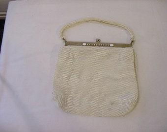 Vintage White Beaded Purse   12 - 387