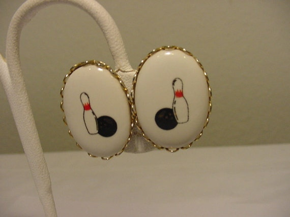 Vintage Bowling Ball And Pin Screw On Earrings   2011 - 1805