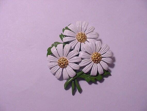 Vintage Daisy Flower Brooch 12 - 235