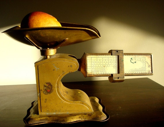 Vintage Gold tone grocery Scale, copyright 1939