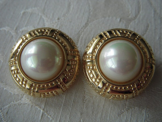 Vintage CHRISTIAN DIOR Gold and Pearl Earrings