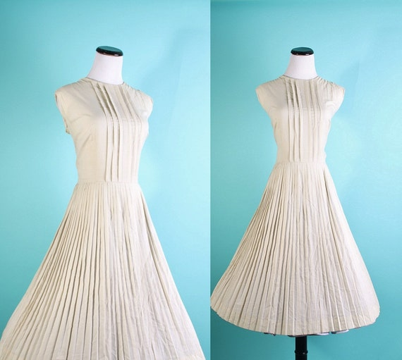Vintage Dress / 1950s Dress / Beige Dress / Circle Skirt  / Pleated Dress / Dress / Dresses / Preppy  / Cotton Dress / 0861