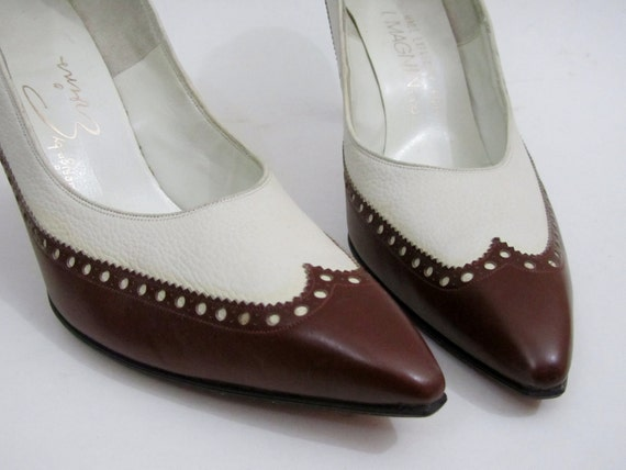 1950s Dress Shoes - Vintage Spectator Shoes in Brown & Creme - Size 8