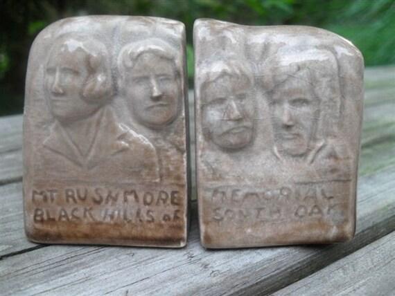 vintage salt and pepper set - souvenir from Mt Rushmore Memorial