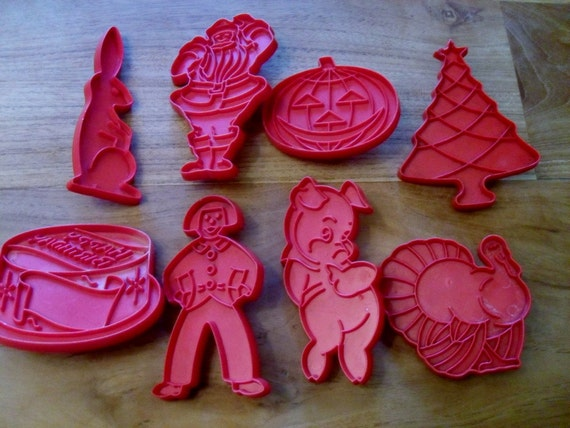 Red Tupperware Cookie Cutters Set of 8