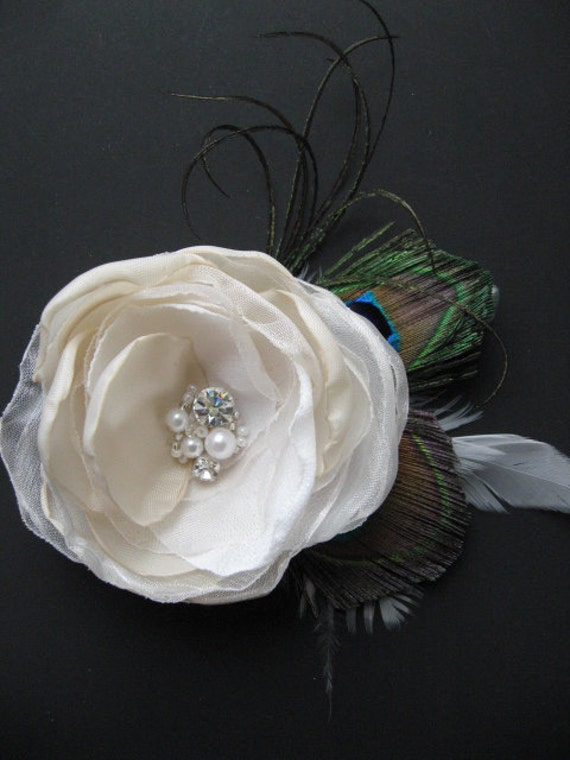 Bridal hair flower Peacock accessory Wedding fascinator Hair clip beige ivory Flower Rhinestone silver Pearl feather fascinator