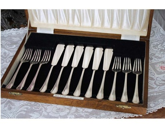 Vintage Boxed Silver Flatware Silver Plate Fish Set