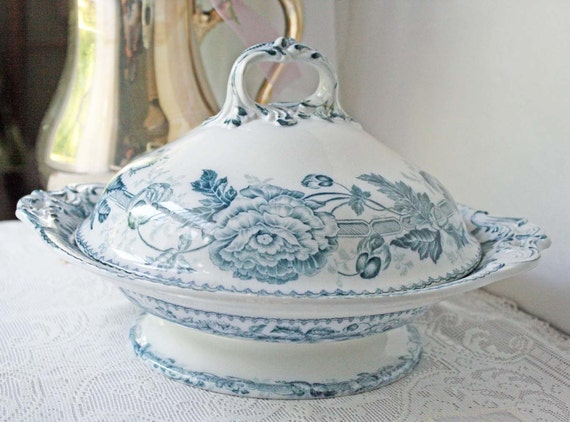 Antique Wedgwood China Covered Serving Dish Mid 1800s Blue and White Pearl Pearlware