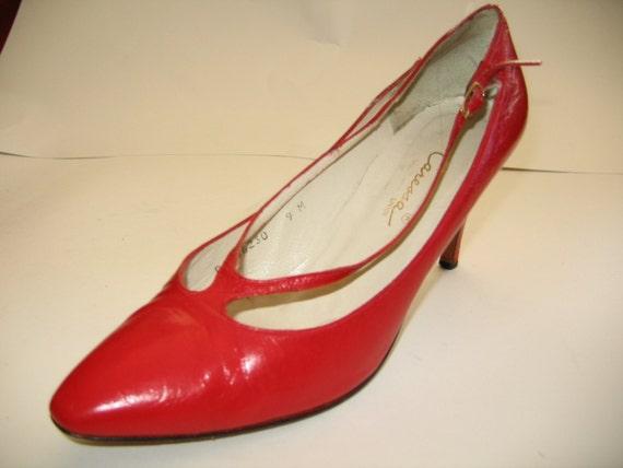 Vintage 80s Red avant garde cut out pumps Size 9