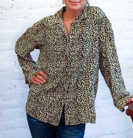 Vintage SILK LEOPARD  Print Blouse Shirt Top Button Up Collared