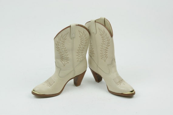 Vintage Cowboy Boots Ecru High Heel Gold Toe Stitching