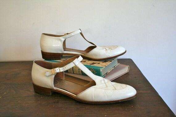 vintage 70s shoes - FERRAGAMO white T-strap flats / 10