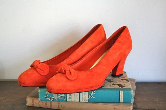 vintage suede pumps - VITAMIN C orange heels with bow / sz 8-8.5