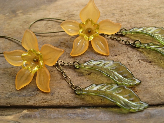 Daffodil  Earrings, Lucite flower earrings in orange and yellow, beautiful large, light weight dangle earrings
