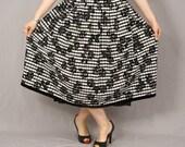 Sale / Vintage Folk Skirt / German Dirndl Skirt / Black and White Checked with Black Velvet Roses / L / Oktoberfest