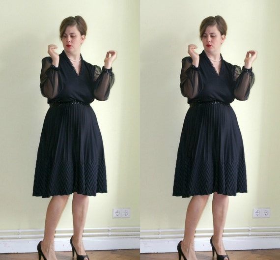 70s Black Dress with Sequins and Chevron Pattern L XL