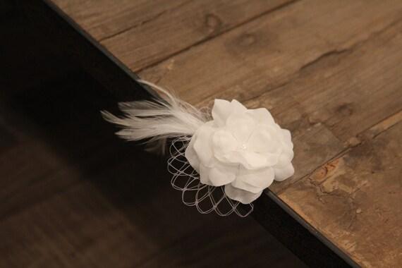 Flower girl hair clip, alligator clip, vintage hair clip, white flower hair clip, flower girl hair accessorie, feather hair clip