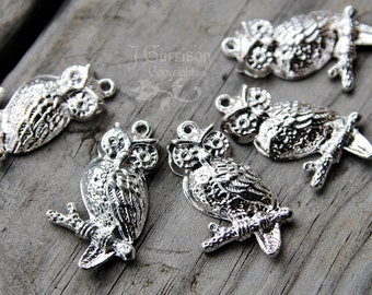 5 large bright silver tone owl charms pendants - non tarnish zinc alloy - 18x32mm