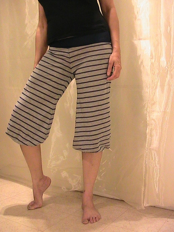 Yoga Knickerbockers in gray with blue stripes - SMALL