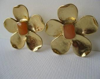 Daisy Flower Stud Earrings/flower earring/hippie jewelry/flower power/l970s