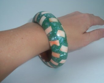 80s GREEN AND ORANGE Bracelet—Chunky—Checkerboard—Confetti Print—Shell and Bone Chips on Wood—Made in India