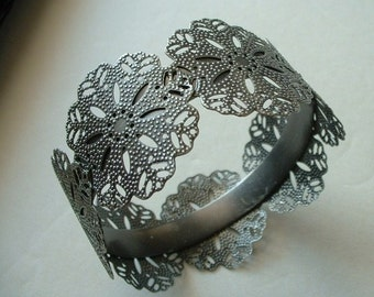 Retro Vintage Filigree Bangle Bracelet Silver Cut Metal Beautiful