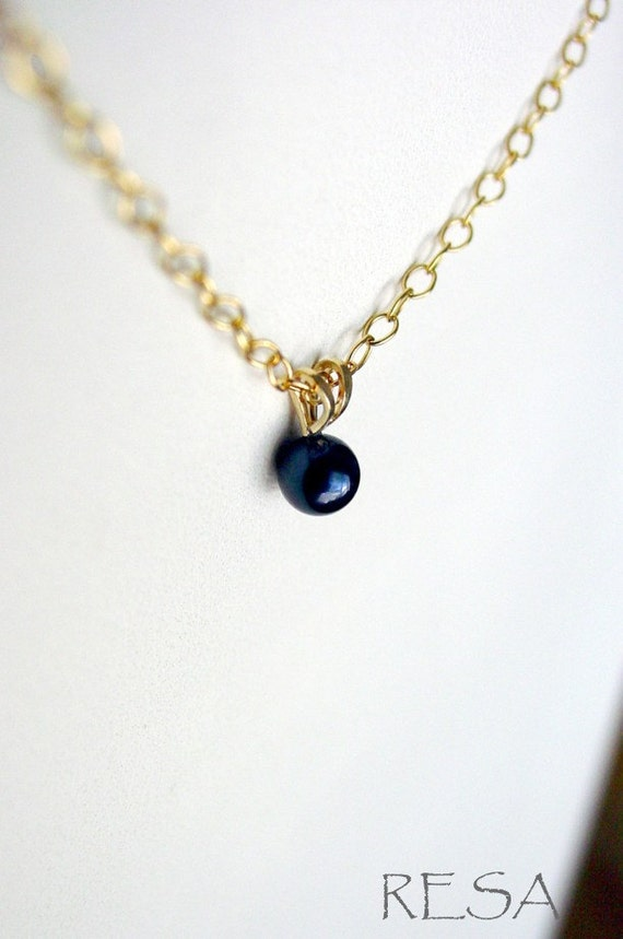 Black Pearl Necklace 14k Gold on Goldfilled Chain